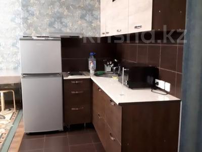 2-комнатная квартира, 50 м², 5/12 этаж посуточно, Шакарима 60 — Кабанбай батыра за 10 000 〒 в Семее — фото 3
