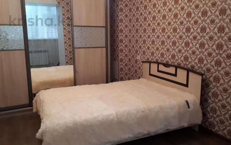 2-комнатная квартира, 50 м², 5/12 этаж посуточно, Шакарима 60 — Кабанбай батыра за 10 000 〒 в Семее