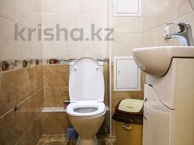 3-комнатная квартира, 120 м², 3/10 этаж посуточно, проспект Санкибай Батыра 40к3 — проспект Алии Молдагуловой за 12 000 〒 в Актобе, мкр. Батыс-2 — фото 17