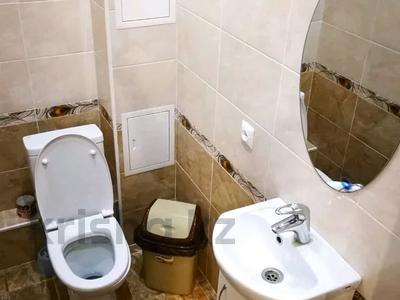 3-комнатная квартира, 120 м², 3/10 этаж посуточно, проспект Санкибай Батыра 40к3 — проспект Алии Молдагуловой за 12 000 〒 в Актобе, мкр. Батыс-2 — фото 18