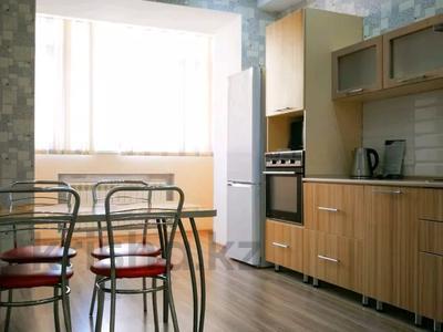 3-комнатная квартира, 120 м², 3/10 этаж посуточно, проспект Санкибай Батыра 40к3 — проспект Алии Молдагуловой за 12 000 〒 в Актобе, мкр. Батыс-2 — фото 4