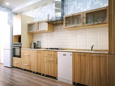 3-комнатная квартира, 120 м², 3/10 этаж посуточно, проспект Санкибай Батыра 40к3 — проспект Алии Молдагуловой за 12 000 〒 в Актобе, мкр. Батыс-2 — фото 5