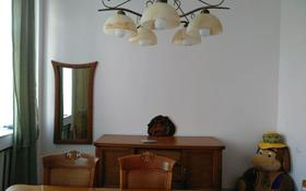 3-комнатная квартира, 81 м², 3/3 этаж помесячно, проспект Бухар Жырау — улица Жамбыла за 125 000 〒 в Караганде, Казыбек би р-н