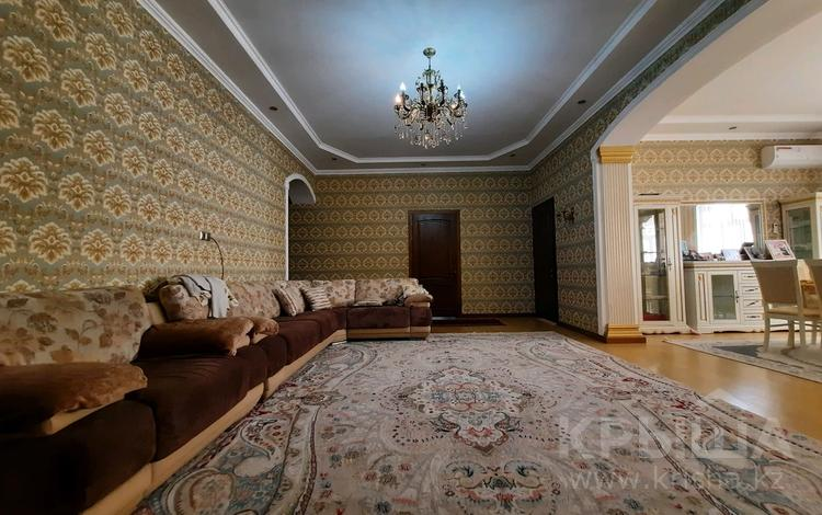 5-комнатный дом, 240 м², 8 сот., мкр Акниет Сардар за 36 млн 〒 в Шымкенте, Абайский р-н