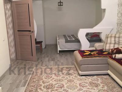 1-комнатная квартира, 56 м², 3/16 этаж, Иманова 26 — Уалиxанова за 18 млн 〒 в Нур-Султане (Астана), р-н Байконур — фото 2