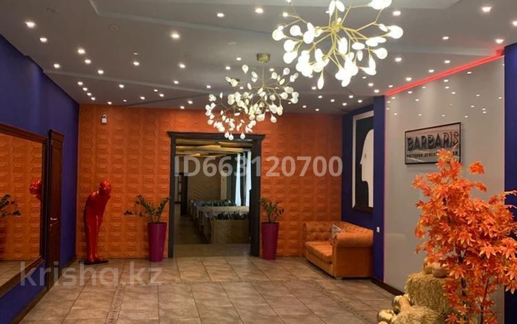 Здание, площадью 1000 м², Казбек би 176 за 480 млн 〒 в Таразе
