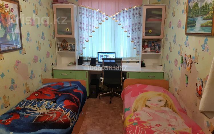 3-комнатная квартира, 62 м², 1/5 этаж, Сатпаева 104 за 7 млн 〒
