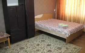1-комнатная квартира, 35 м², 3/5 этаж посуточно, Академика Сатпаева 35 — Лермонтова за 5 000 〒 в Павлодаре