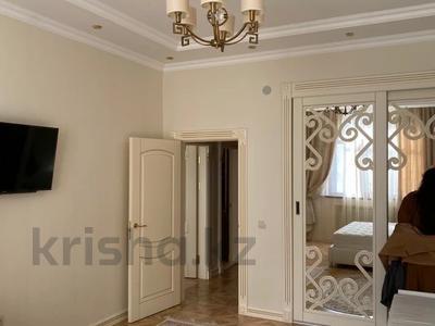 3-комнатная квартира, 130 м², 10/14 этаж на длительный срок, 17-й мкр 7 за 450 000 〒 в Актау, 17-й мкр