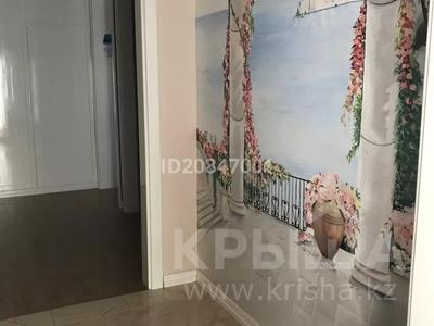 4-комнатный дом помесячно, 212 м², 5 сот., Улы-Дала 24 — Мангилик ел за 600 000 〒 в Нур-Султане (Астана), Сарыарка р-н