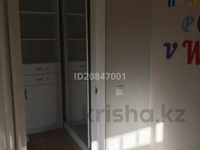 4-комнатный дом помесячно, 212 м², 5 сот., Улы-Дала 24 — Мангилик ел за 600 000 〒 в Нур-Султане (Астана), Сарыарка р-н — фото 8