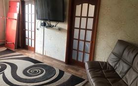 4-комнатная квартира, 62 м², 3/5 этаж помесячно, Молдагулова 12 за 70 000 〒 в Актобе