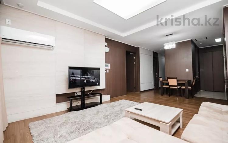 2-комнатная квартира, 80 м², 8/35 этаж посуточно, Кошкарбаева 10/1 — Тауелсиздик за 15 000 〒 в Нур-Султане (Астана), Есиль р-н