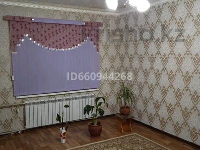3-комнатная квартира, 61 м², 1/5 этаж, 11 мкр 43 за 17 млн 〒 в Таразе