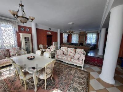7-комнатный дом, 420 м², 10 сот., мкр Таусамалы, Жандосова — Мереке за 128 млн 〒 в Алматы, Наурызбайский р-н