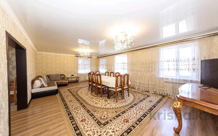 6-комнатный дом, 300 м², 12 сот., Нурхан Ахметбеков за 54 млн 〒 в Нур-Султане (Астана), Алматы р-н