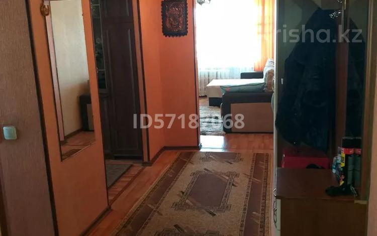 3-комнатная квартира, 52 м², 4/5 этаж, 4 мкр ул М.Ауэзова 36 за 9 млн 〒 в Экибастузе