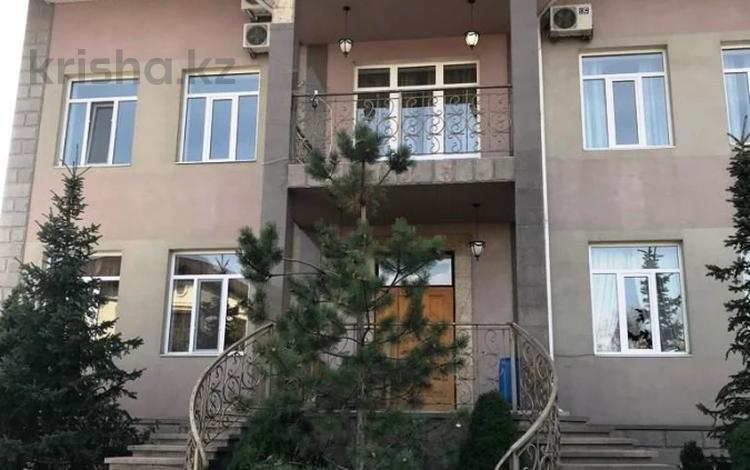 6-комнатный дом помесячно, 750 м², 13 сот., мкр Коктобе, Мкр Коктобе за 1.5 млн 〒 в Алматы, Медеуский р-н