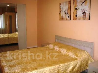 2-комнатная квартира, 48 м², 2/5 этаж посуточно, Ермекова 18 — Ерубаева за 10 000 〒 в Караганде, Казыбек би р-н — фото 2