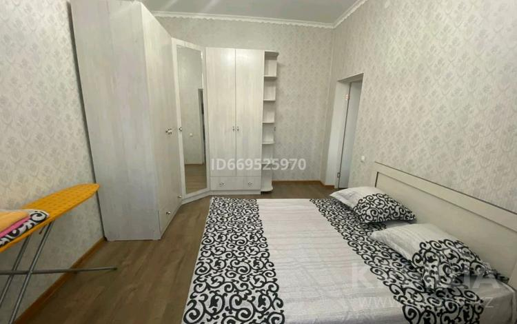 2-комнатная квартира, 80 м², 3/7 этаж посуточно, Каратал за 12 000 〒 в Талдыкоргане