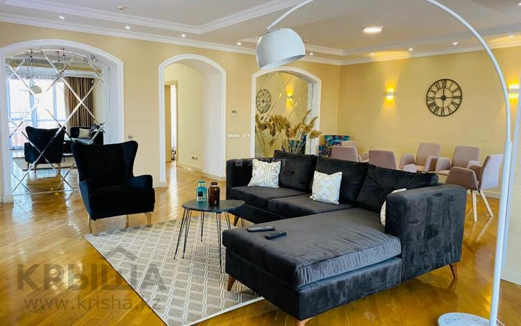 5-комнатный дом помесячно, 250.9 м², Жамакаева 256А за 1.3 млн 〒 в Алматы, Медеуский р-н