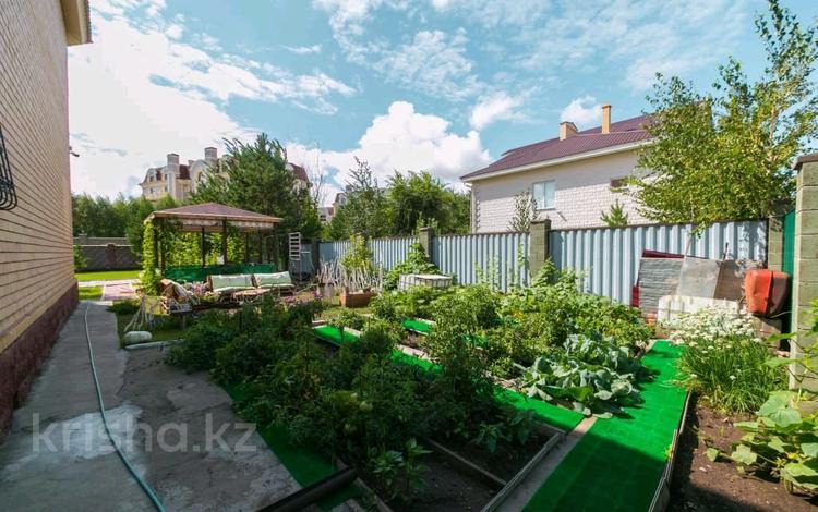 6-комнатный дом, 265 м², 11 сот., улица Карашаш Ана 25 за 205 млн 〒 в Нур-Султане (Астана), Есиль р-н