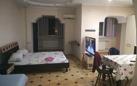 1-комнатная квартира, 60 м², 4/10 этаж посуточно, Молдагулова 13 за 7 000 〒 в Актобе, мкр 5