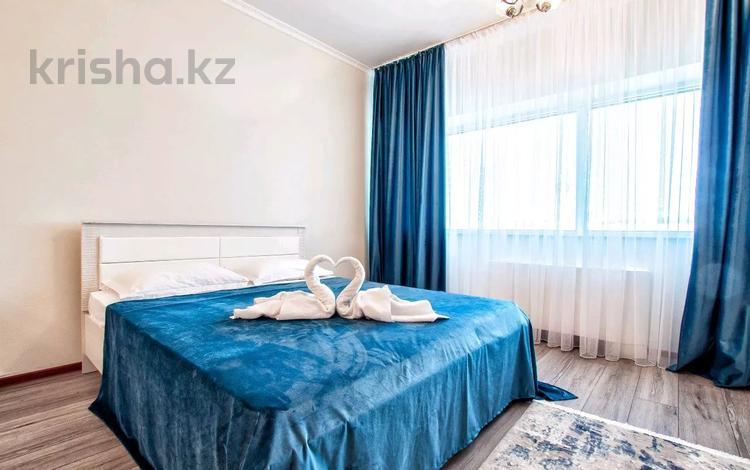 1-комнатная квартира, 52 м², 5/42 этаж посуточно, Достык 5/1 — Сауран за 10 000 〒 в Нур-Султане (Астана), Есиль р-н