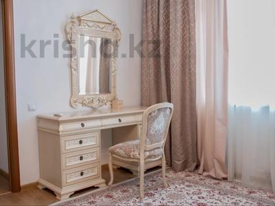 4-комнатная квартира, 170 м² на длительный срок, Аль-Фараби 21 за 900 000 〒 в Алматы