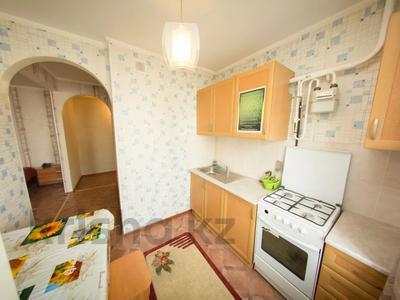 1-комнатная квартира, 33 м², 1/5 этаж по часам, Мира 107 — Интернациональная за 2 500 〒 в Петропавловске — фото 4