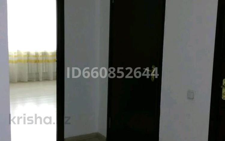 2-комнатная квартира, 70 м², 1/9 этаж помесячно, мкр Акбулак 27 за 120 000 〒 в Алматы, Алатауский р-н
