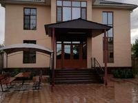 8-комнатный дом, 300 м², 9 сот.