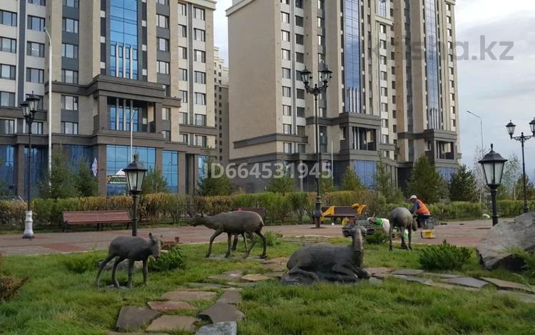 2-комнатная квартира, 90 м², 8/18 этаж помесячно, Turkestan 18 — Alleya Ylytau за 220 000 〒 в Нур-Султане (Астана), Есиль р-н