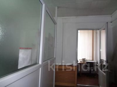 Здание, площадью 2213.6 м², Торайгырова 64 за ~ 276.1 млн 〒 в Павлодаре — фото 31