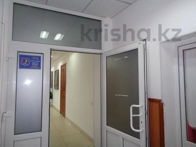 Здание, площадью 2213.6 м², Торайгырова 64 за ~ 276.1 млн 〒 в Павлодаре — фото 32