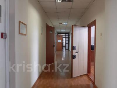 Здание, площадью 2213.6 м², Торайгырова 64 за ~ 276.1 млн 〒 в Павлодаре — фото 16