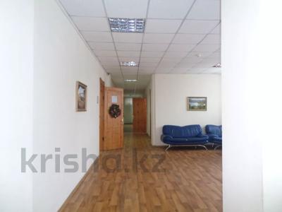 Здание, площадью 2213.6 м², Торайгырова 64 за ~ 276.1 млн 〒 в Павлодаре — фото 38