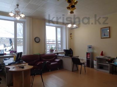 Здание, площадью 2213.6 м², Торайгырова 64 за ~ 276.1 млн 〒 в Павлодаре — фото 34