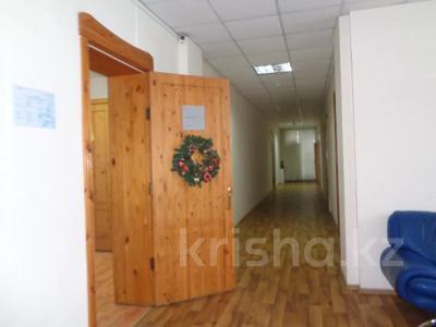 Здание, площадью 2213.6 м², Торайгырова 64 за ~ 276.1 млн 〒 в Павлодаре — фото 24