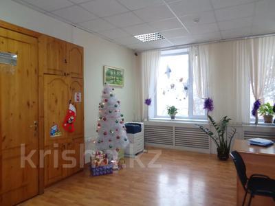 Здание, площадью 2213.6 м², Торайгырова 64 за ~ 276.1 млн 〒 в Павлодаре — фото 28