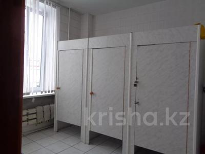 Здание, площадью 2213.6 м², Торайгырова 64 за ~ 276.1 млн 〒 в Павлодаре — фото 39