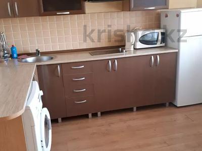 1-комнатная квартира, 38 м², 11 этаж посуточно, Казахстан 68 за 6 000 〒 в Усть-Каменогорске — фото 3