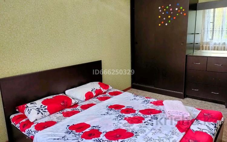 2-комнатная квартира, 46 м², 2/9 этаж посуточно, Степной 3 3/10 — Шахтёров за 10 000 〒 в Караганде, Казыбек би р-н