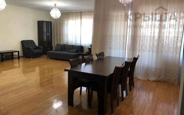 4-комнатная квартира, 162.5 м², 5/8 этаж помесячно, Кабанбай батыра 51С за 500 000 〒 в Алматы, Медеуский р-н