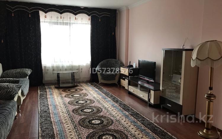 3-комнатная квартира, 105 м², 1/9 этаж помесячно, Шарипова 26А за 300 000 〒 в Атырау