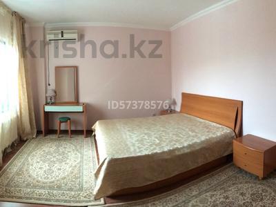 3-комнатная квартира, 105 м², 1/9 этаж помесячно, Шарипова 26А за 300 000 〒 в Атырау — фото 6