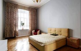 2-комнатная квартира, 65 м² по часам, Сатпаева 36 за 1 500 〒 в Атырау