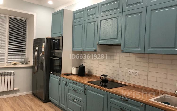 3-комнатная квартира, 96 м², 2/3 этаж, Алтын Арка 21 за ~ 33.3 млн 〒 в Караганде, Казыбек би р-н