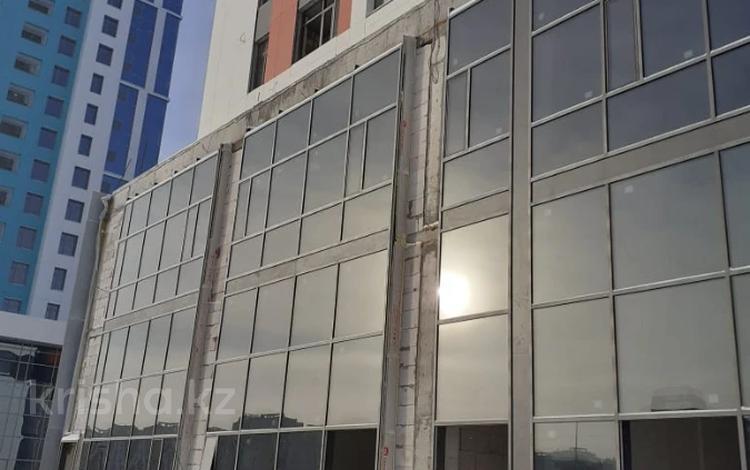 4-комнатная квартира, 174.5 м², 2/17 этаж, Кабанбай батыра 51 за ~ 52.3 млн 〒 в Нур-Султане (Астана), Есиль р-н