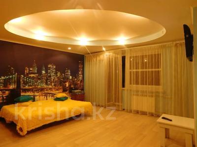 1-комнатная квартира, 38 м², 3/5 этаж посуточно, Набережная им. Славского 56 за 6 500 〒 в Усть-Каменогорске